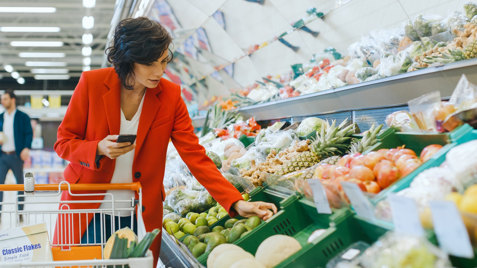 grocery-shopping-with-smartphone