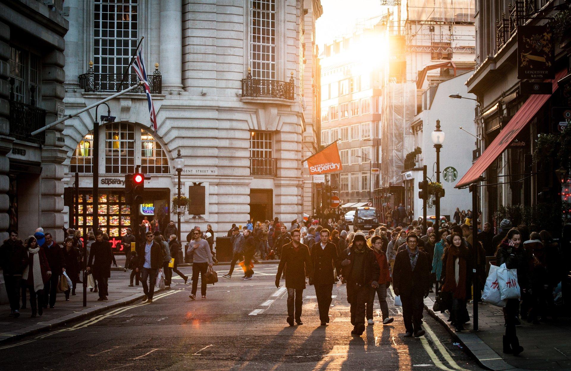 shoppers-high-street